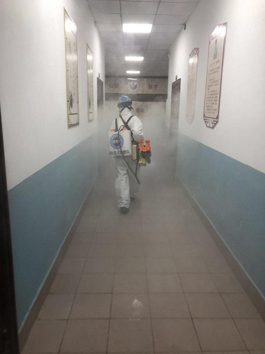 校区走廊消毒.jpg